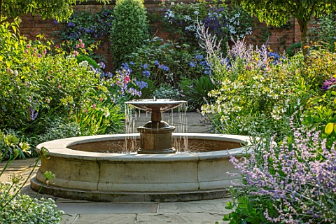 MORTON_HALL_WORCESTERSHIRE_SOUTH_GARDEN_JULY_FOUNTAIN_PEROVSKIA_BLUE_SPIRE_AGAPANTHUS_POLAR_ICE_AGAP