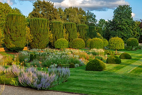 PRIVATE_GARDEN_GLOUCESTERSHIRE__DESIGNER_ANGEL_COLLINS_LAWN_PARKLAND_PEROVSKIA_PARTERRES_WITH_VERONI