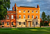 MORTON HALL GARDENS, WORCESTERSHIRE: THE HALL IN MORNING LIGHT, AUGUST