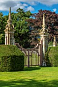 CANONS ASHBY, NORTHAMPTONSHIRE, THE NATIONAL TRUST: GREEN COURT, GATES, YEW TOPIARY