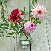 GREEN AND GORGEOUS FLOWERS, OXFORDSHIRE: TABLE ARRANGEMENT OF GLASS VASE FOR WEDDING ALONG GREY, BLUE TABLE - DAHLIAS, EUCALYPTUS, FALL, AUTUMN, BLOOMING, BULBS