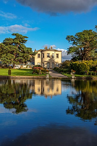 THORP_PERROW_ARBORETUM_YORKSHIRE_HOUSE_ACROSS_THE_LAKE_IN_AUTUMN_TREES_LAKES_WATER_EVENING_LIGHT_REF