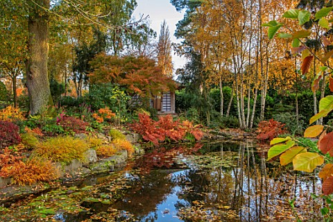 MORTON_HALL_WORCESTERSHIRE_AUTUMN_FALL_STROLL_GARDEN_LOWER_POND_POOL_WATER_REFLECTED_REFLECTIONS_HAK