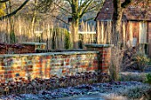 ST TIMOTHEE, BERKSHIRE - WALL, SEDUMS, CALAMAGROSTIS X ACUTIFLORA KARL FOERSTER, OUTBUILDING, WINTER, JANUARY, FROST, FROSTY, ENGLISH, COUNTRY, GARDEN