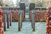 BRYANS GROUND, HEREFORDSHIRE: SQUARE OF HARE SCULPTURE, FROST, FROSTY, WINTER, JANUARY, GARDEN, ORNAMENT, FORMAL, HEDGING, HEDGES, BEECH