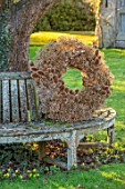 DESIGNER JACKY HOBBS - CHRISTMAS, WINTER, LAWN, TREE SEAT, BENCH, WREATH, SEED HEADS OF ALLIUMS AND TEASELS, DIPSACUS FULLONUM, BROWN, FORAGED, NATURAL, DECORATIONS