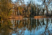 EYTHROPE, WADDESDON, BUCKINGHAMSHIRE: PARKLAND, TREES, WINTER, JANUARY, LAKE, WATER, REFLECTIONS, REFLECTED