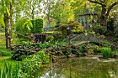 HALL O TH WOOD, CHESHIRE: POOL, POND, WATER, SUMMERHOUSE, SHED, BUILDING, SPRING, BOG, GARDEN, BRIDGES, DARMERA PELTATA, ACANTHUS, LIGULARIA, LYSICHITON, SHADE, SHADY