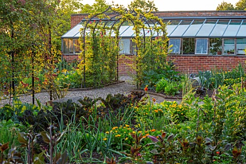 MORTON_HALL_GARDENS_WORCESTERSHIRE_KITCHEN_GARDEN_VEGETABLE_POTAGER_JUNE_SUMMER_VEGETABLES_ARCHWAY_A