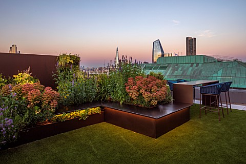 ROOF_GARDEN_LONDON_DESIGNERS_ANA_SANCHEZ__MARTIN_LUCY_WILLCOX__ROOF_GARDEN_ASTROTURF_POWDER_COATED_A