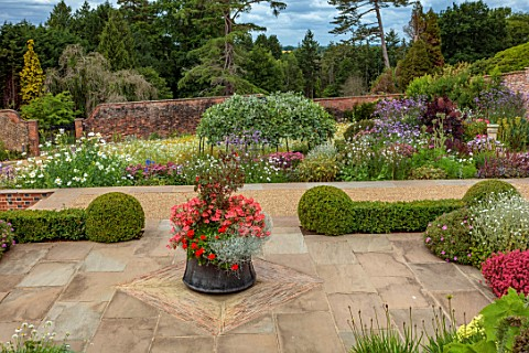 ALDERWOOD_HOUSE_KENT_WALLED_GARDEN_TERRACE_PATIO_TURKISH_COPPER_CONTAINER_WITH_FUCHSIA_THALIA_PELARG