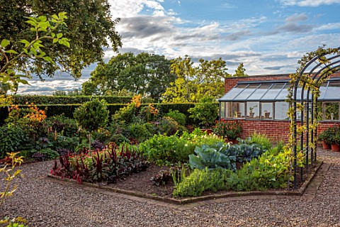 MORTON_HALL_GARDENS_WORCESTERSHIRE_WEST_GARDEN_HOT_BORDERS_ORANGE_FLOWERS_OF_LILIUM_HENRYI_VEGETABLE